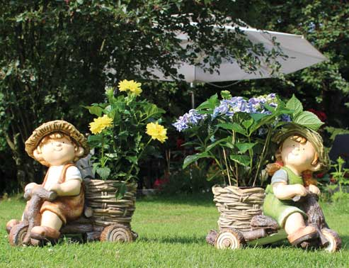 In the decoration assortment 2019: Garden children with plant pots